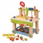 Banco de trabajo con herramientas y piezas